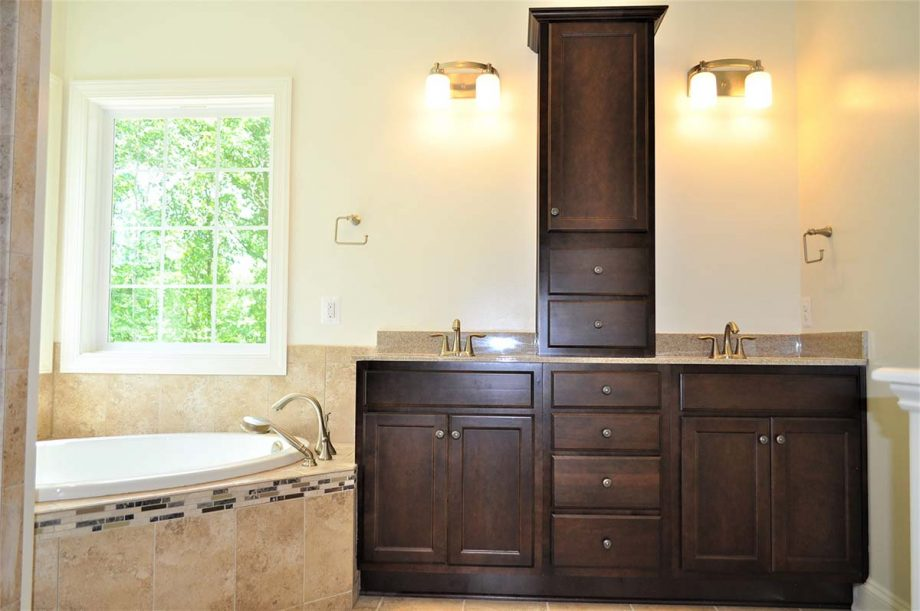Madison - Master bathroom