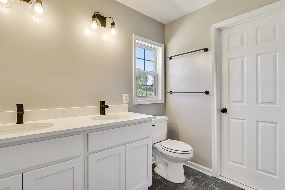 Oakdale - Master bathroom