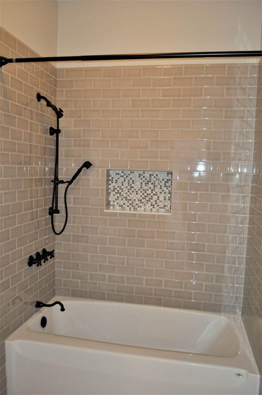 Brunswick - Shared bathroom