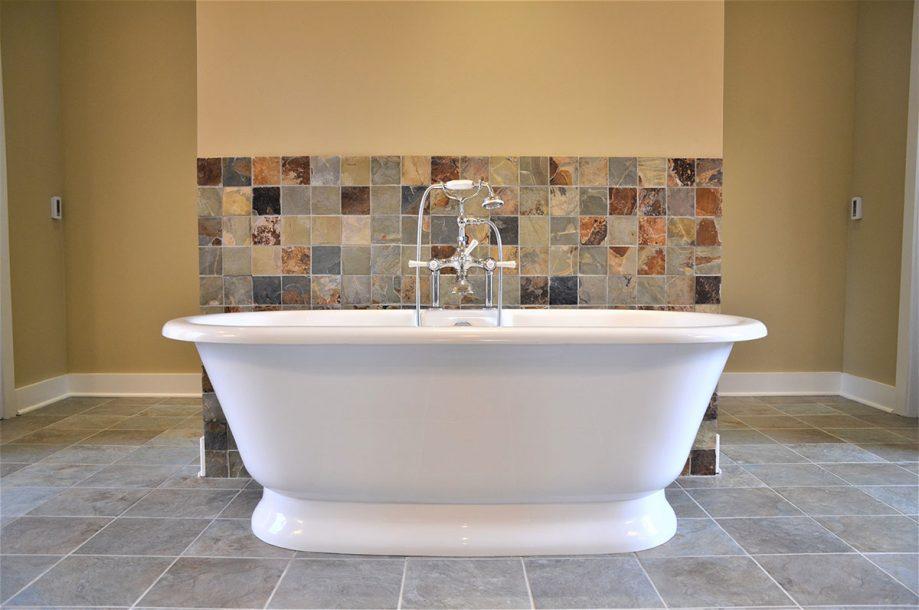 Custom - Master tub